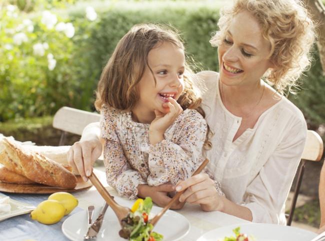 10 французских секретов, которые обучат детей хорошим манерам за столом (1 фото)
