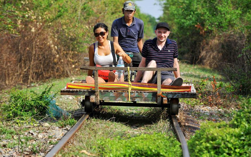 13. Бамбуковые поезда, Камбоджа Камбоджийцы решили создать собственную сеть «поездов», используя для