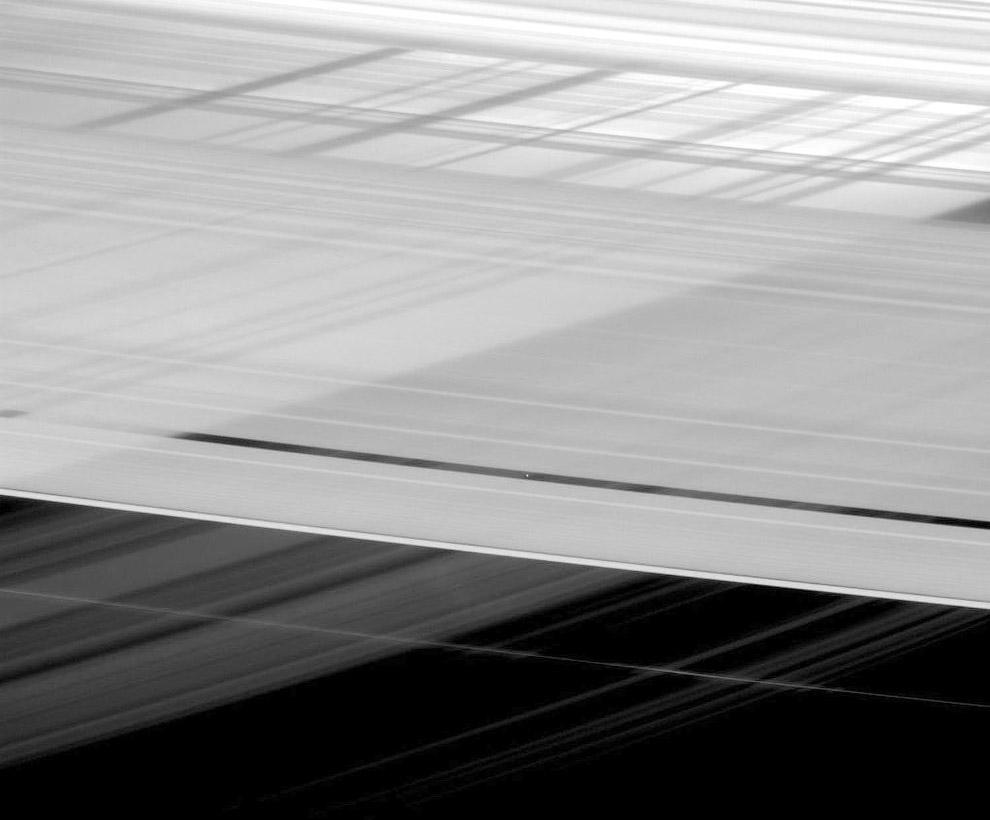 18. Да, и тут еще сильнее дует: скорость ветра на Сатурне может достигать местами 1800 км/ч, чт