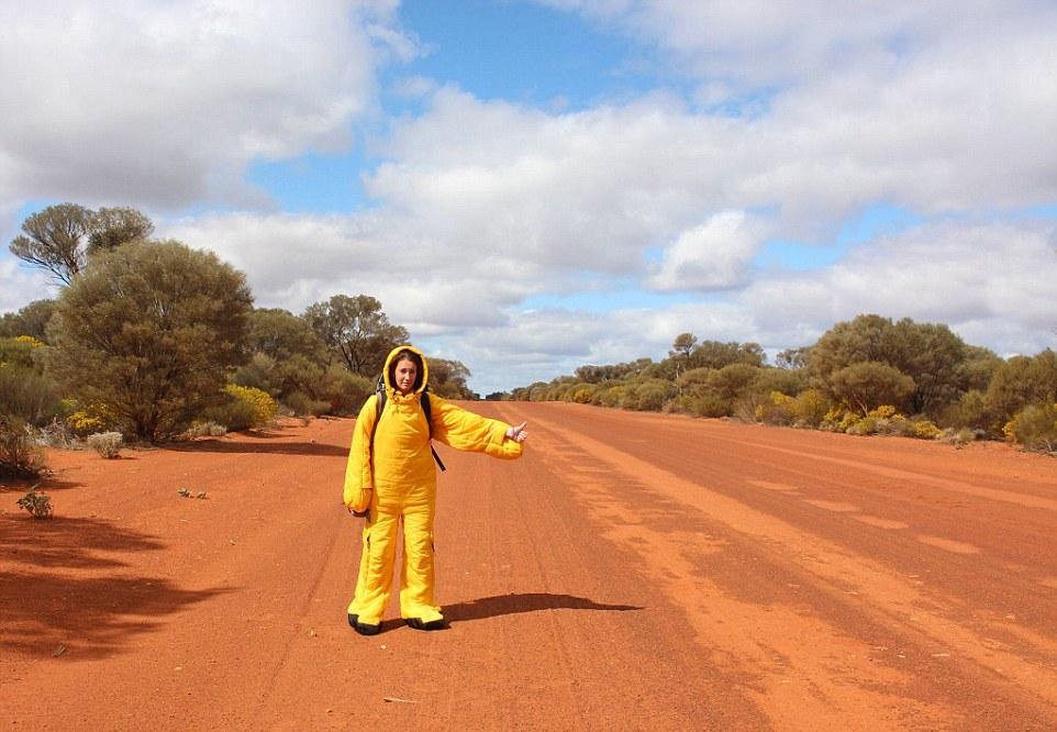 Когда Анна прибыла в Австралию, там было так холодно, что ловить машину пришлось в спальном мешке. А