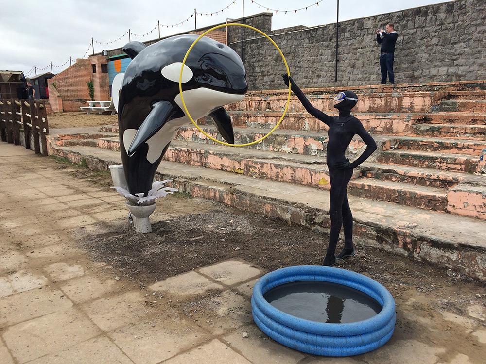 Так же, как и в традиционных парках, посетителям предлагается, например, поймать удочкой плавающих р