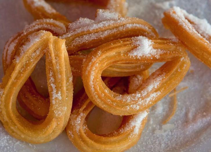 9. Чуррос (Испания) Чуррос — палочки из мягкого теста, приготовленные из пшеничной муки и многих дру