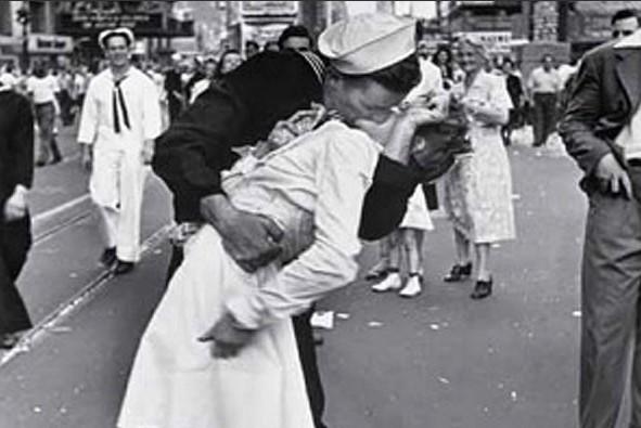 ВСША скончалась участница популярного снимка «Поцелуй наТаймс-сквер»