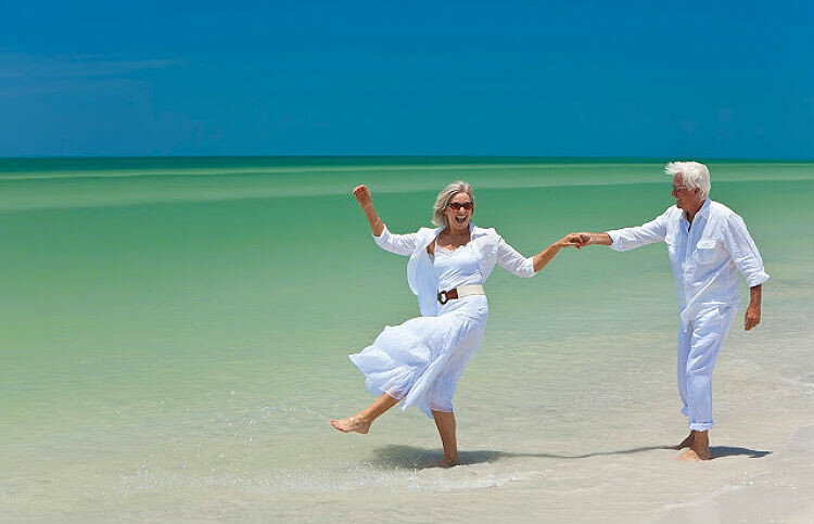 pensioner-couple-on-beach5.jpg