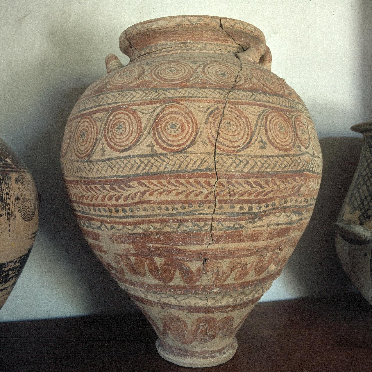 Милос, Плака. Археологический музей. Пифос, микенская амфора с широким горлом