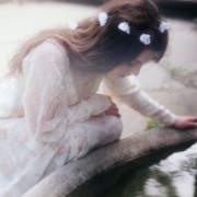 Девушка у колодца