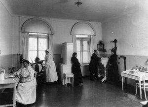 Учащиеся в кабинете зубного врача.