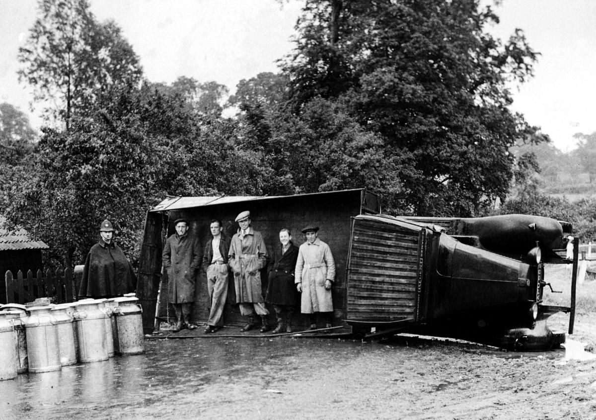 Автомобильные аварии в Лондоне и его окрестностях на фото 1-й половины 20 века (9)