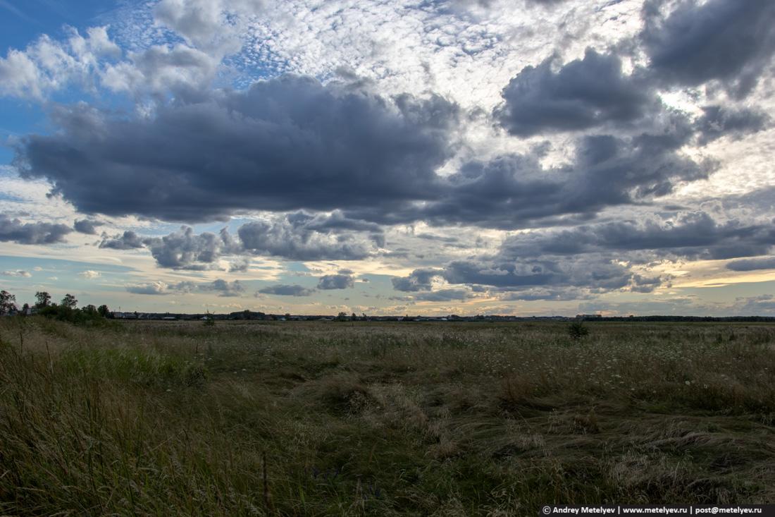 поле с облаками