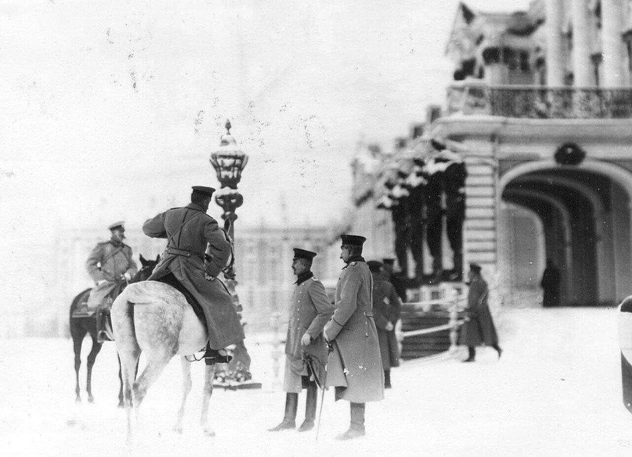 19. Новобранцы проходят строем мимо императора Николая II. 14 апреля 1909