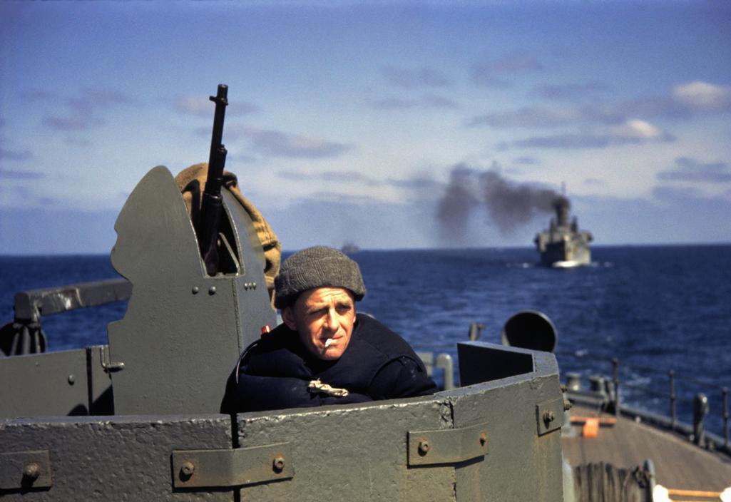 Wonderful Colour Photographs of World War II by Robert Capa (76).jpg