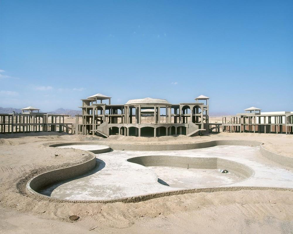 Заброшенные недостроенные отели в египетской пустыне