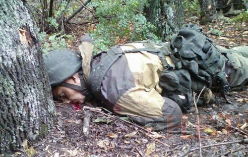 Пушечное мясо: Террористы бросили на поле боя истекающих кровью боевиков (фото, 18+)
