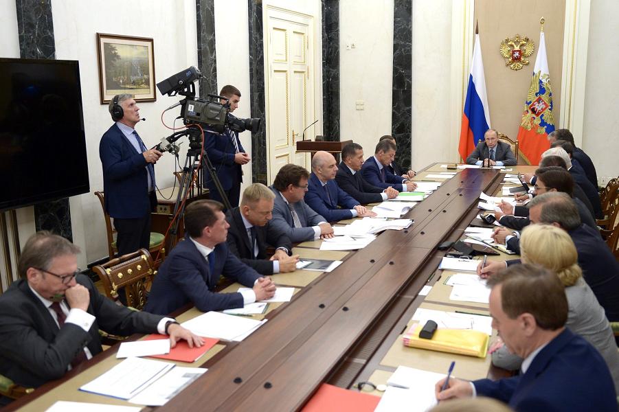 Совещание Путина с членами правительства 22.07.16.png