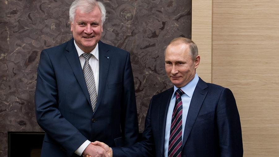 Зеехофер и Путин.png
