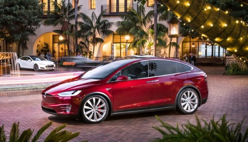 Tesla хочет создать беспилотный общественный транспорт