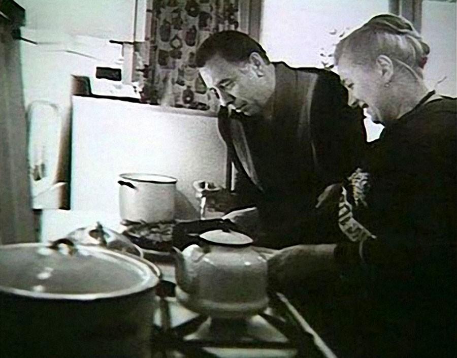 7. Анатолий Папанов с супругой