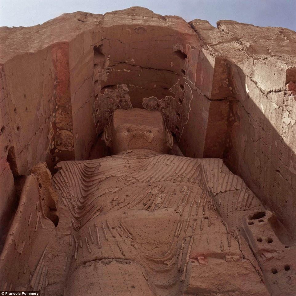 Во время второго визита в страну Поммери отправился в Бамиан, чтобы полюбоваться на скульптуры Будды