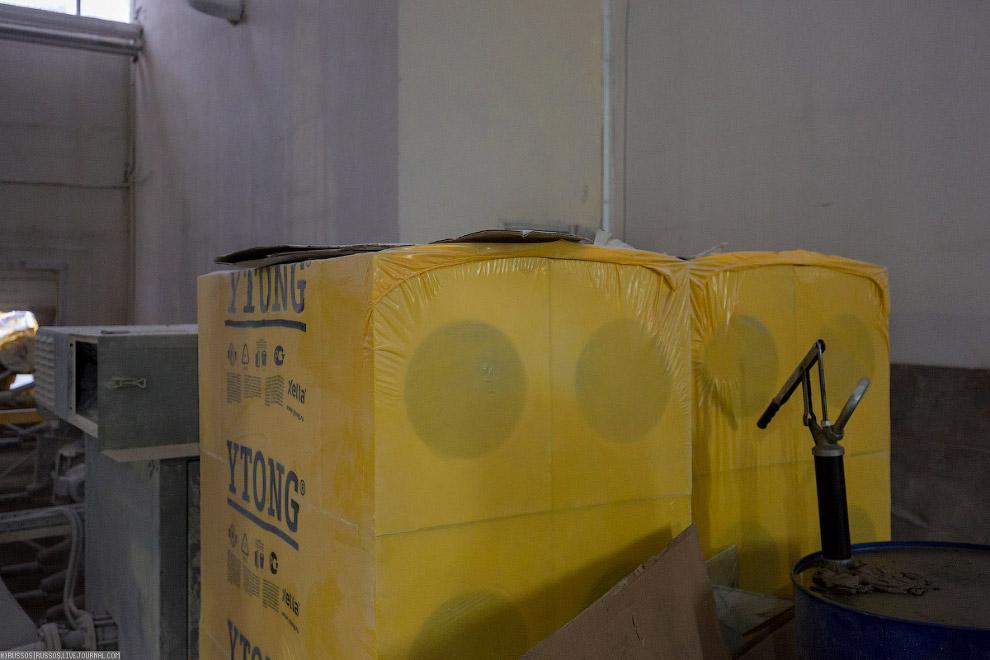 24. U-образные блоки для формирования армированного пояса по контуру здания.
