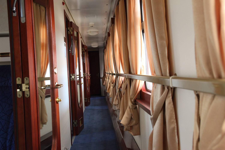 Один из самых знаменитых и роскошных поездов, который совершает путешествие лишь раз в год по трем м