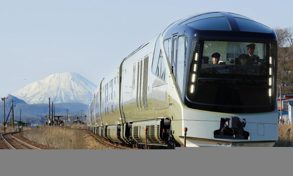 Факты о новом роскошном поезде Японии (8 фото)
