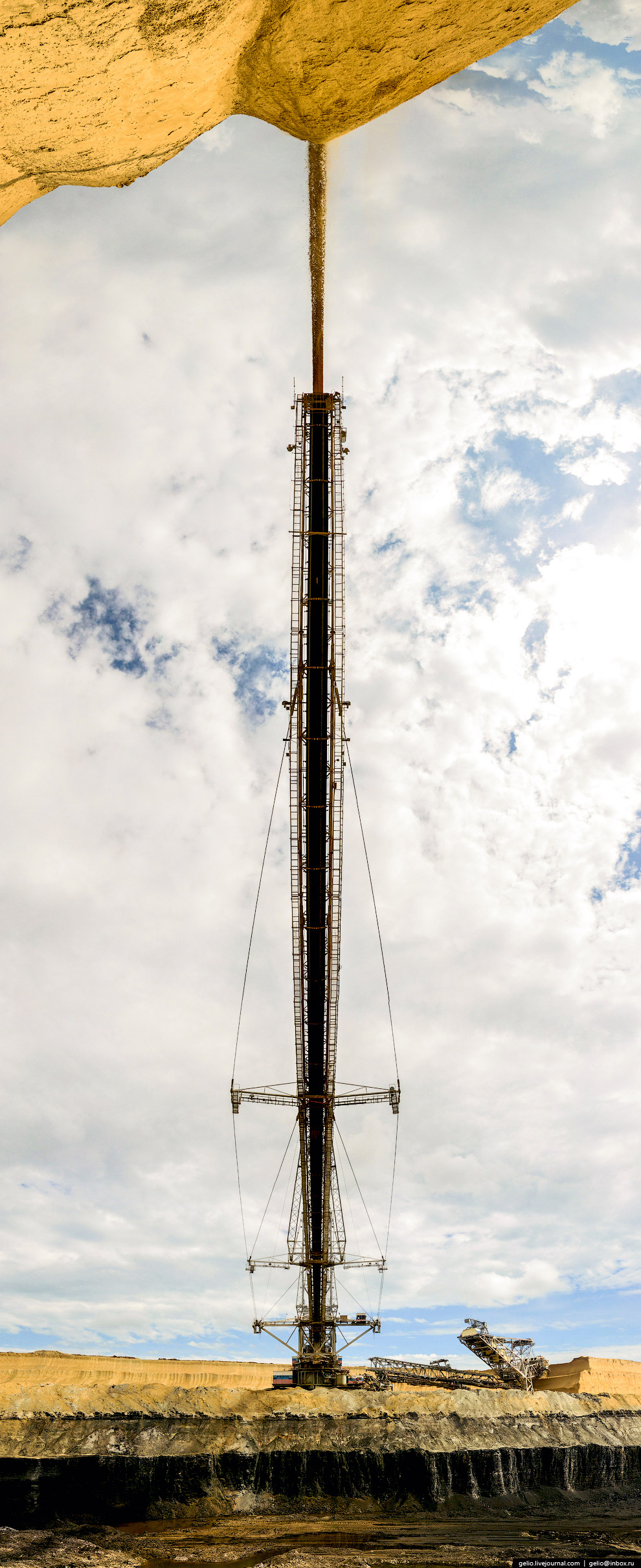 28. За время своей работы на предприятии SRs (K) -4000 переместил в отвалы более 150 млн тонн в