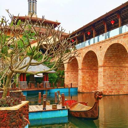 Всего: 133 600 рублей Расположенный на острове Хайнань курорт Санья считается Восточными Гавайями. В