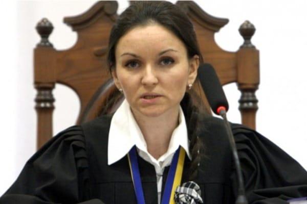 Экс-судья Царевич купила машину за432 тыс. грн перед увольнением