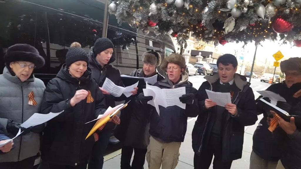 Впамять опогибших вТу-154 жители Америки спели гимн Российской Федерации