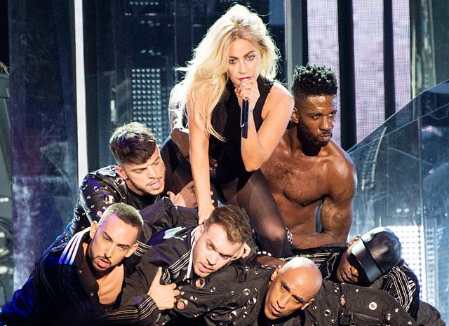 Леди Гага исполнила новейшую песню нафестивале Coachella