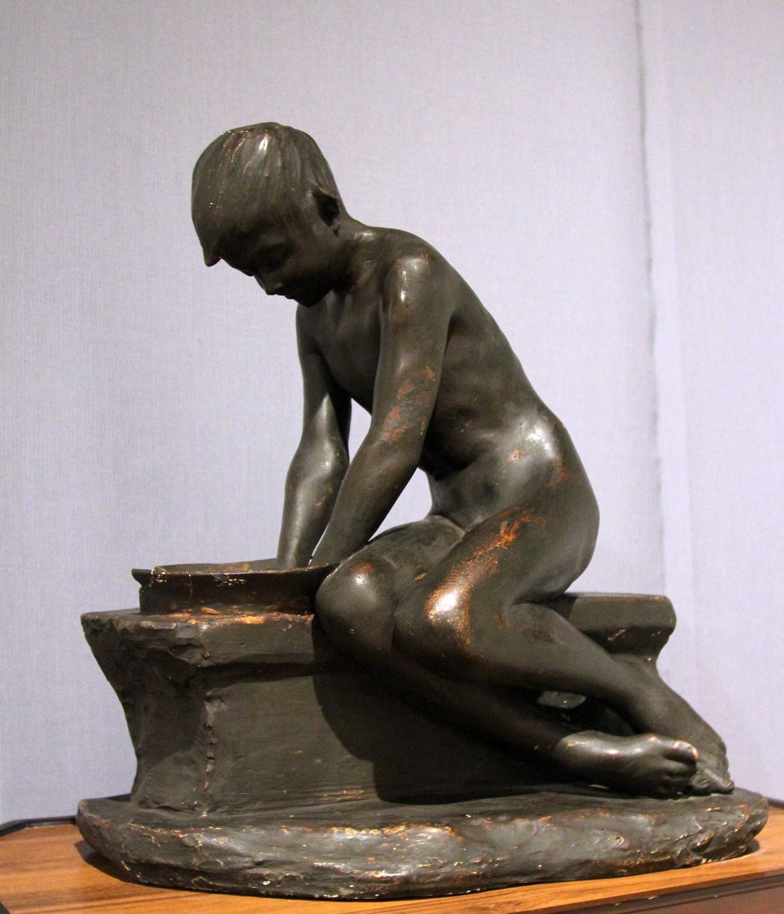 Гинцбург И.Я. 1859-1939 Моющийся мальчик. 1890-е Гипс. Национальный художественный музей Республики Беларусь