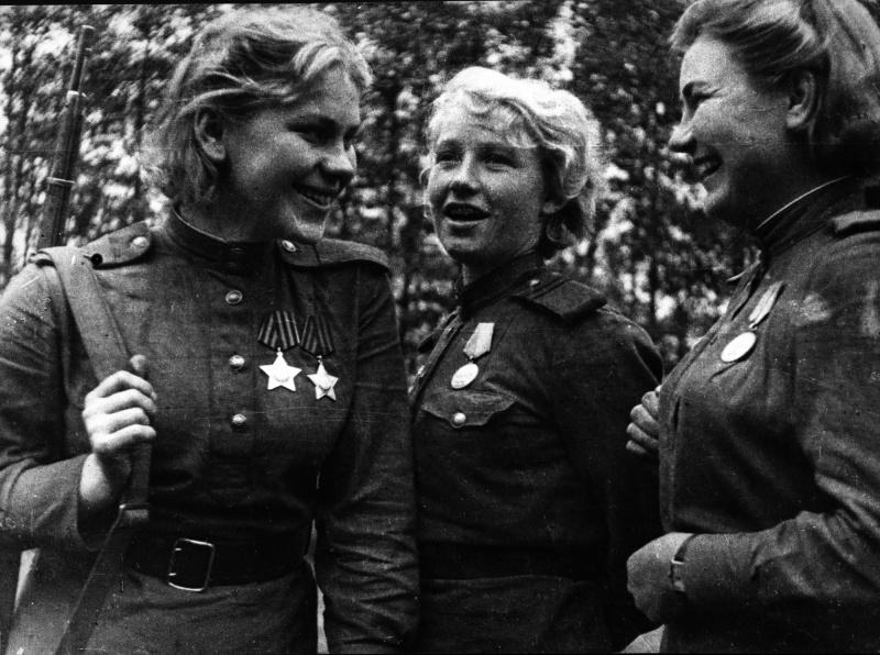 Снайперы 159-й стрелковой дивизии Р. Шанина, А. Екимова и Л. Вдовина. 44-2.jpg