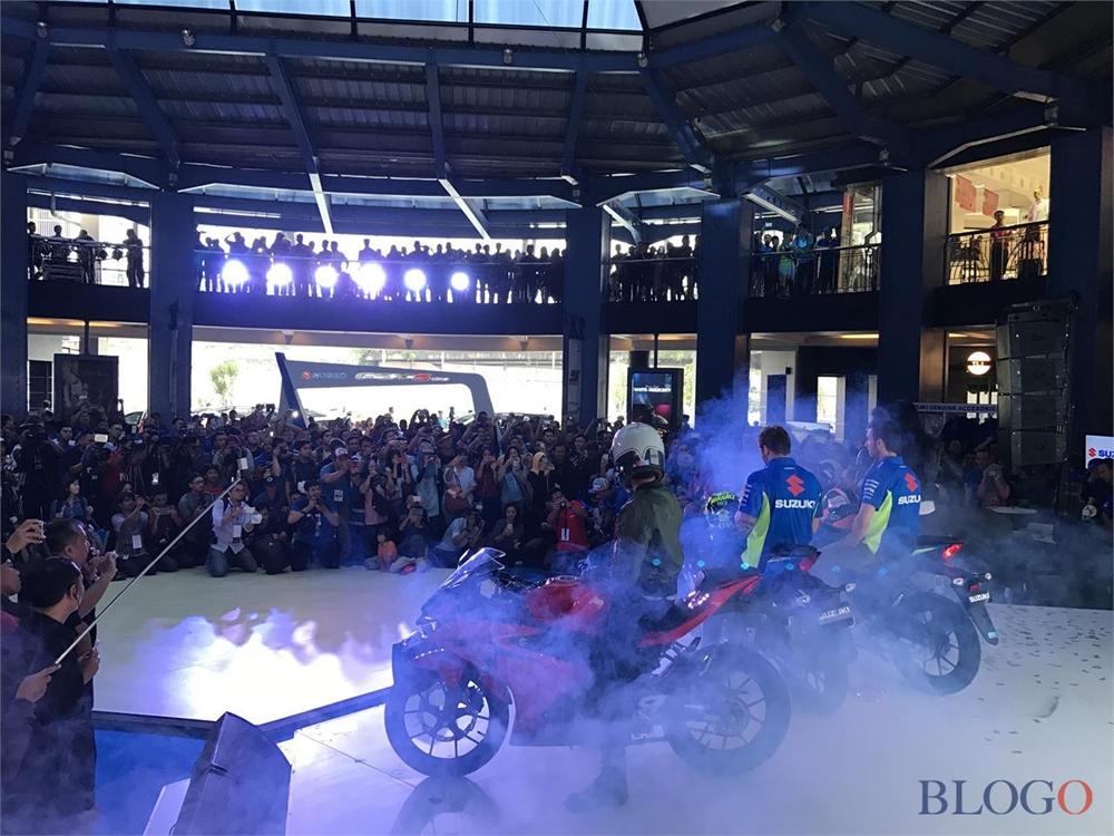 Андреа Янноне и Алекс Ринс представили новые мотоциклы Suzuki GSX-R150 / GSX-S150 на Джакарте