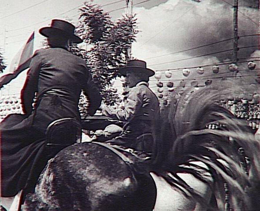 1951. Герцогиня Сантония на белом коне, Севилья