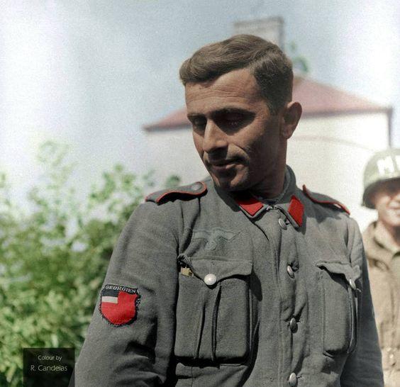 Гауптман Гиви Габрилиани пишет отчет в Берлин. 1945 г. f96e333d2818d73e8d9d226507a9d37c.jpg