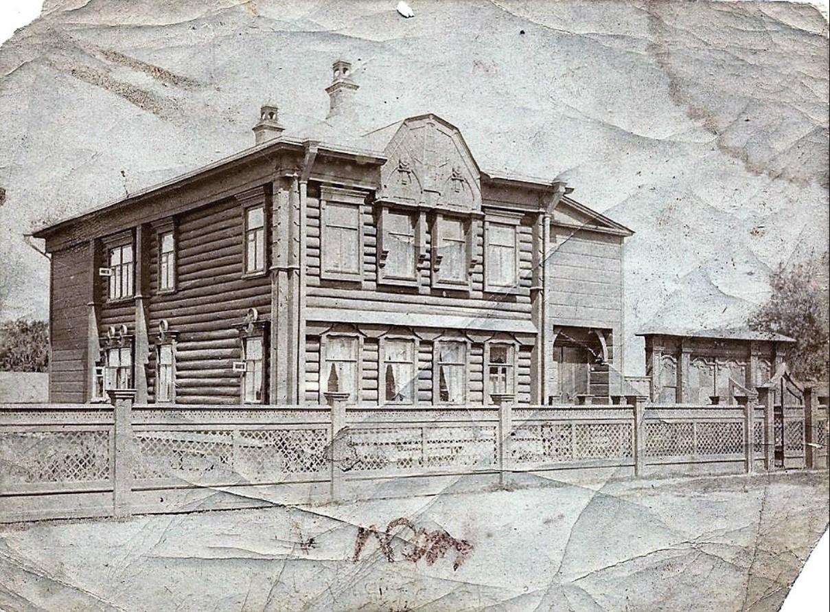 Дом коллежского асессора учителя городского 3-классного училища Евгения Рафаиловича Богданова
