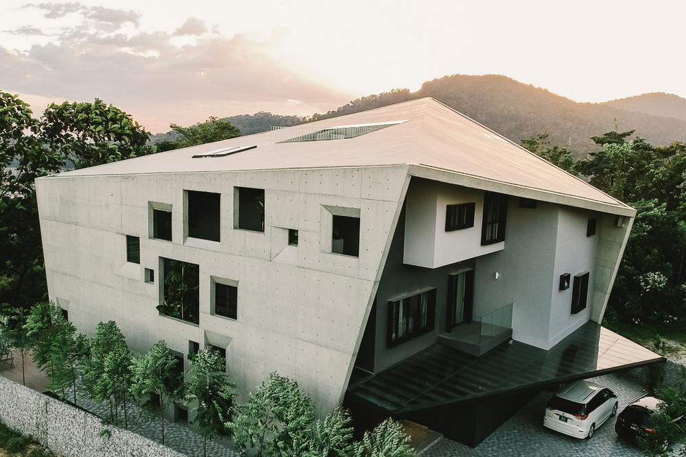 Дом в бетонной оболочке в Малайзии