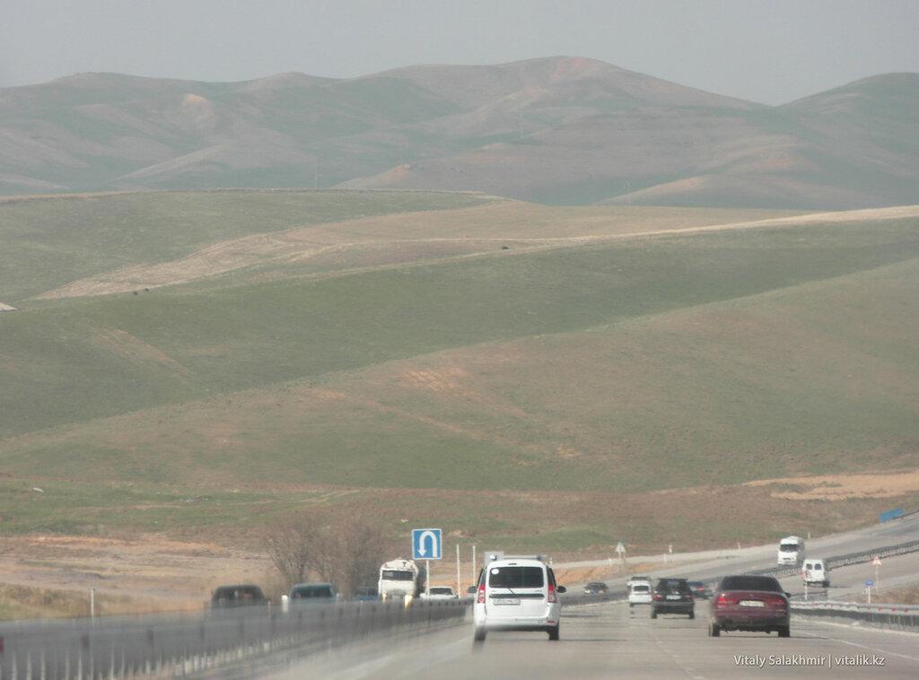 Горы по дороге до Шымкента