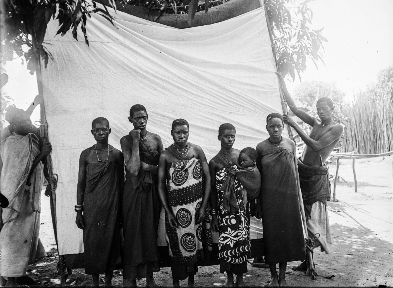 30. Антропометрическое изображение четырех женщин макуа с детьми
