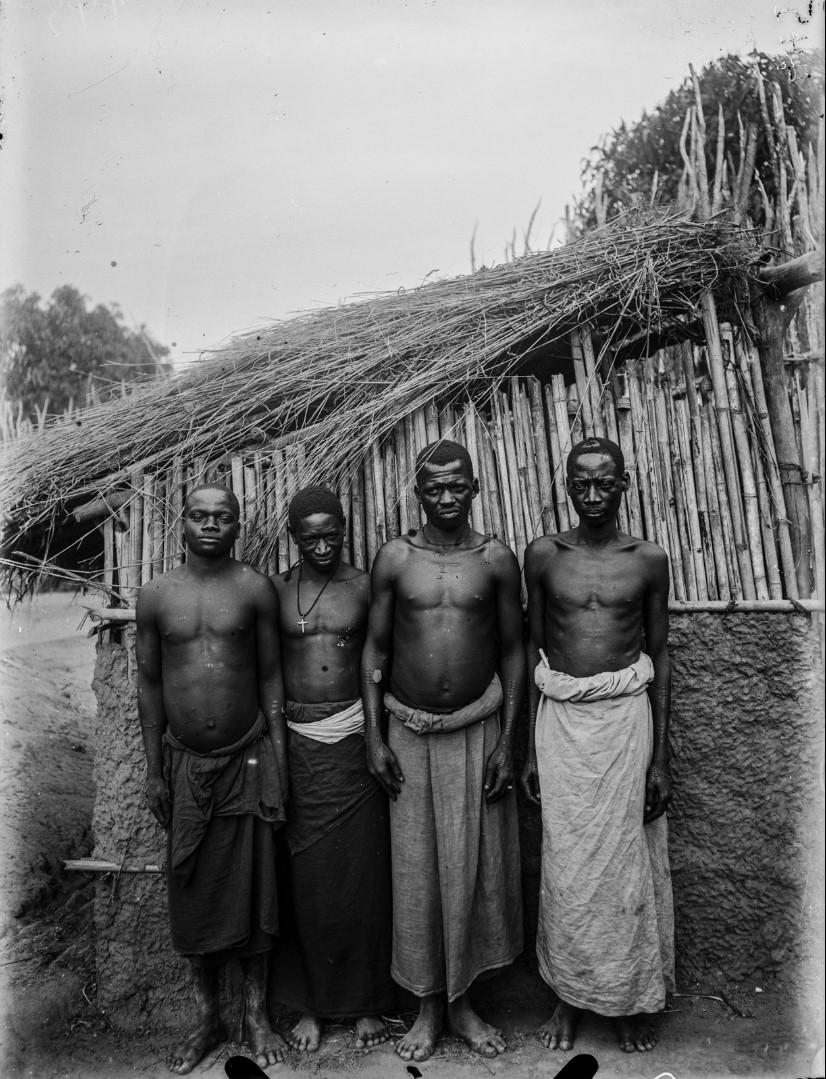43. Антропометрическое изображение четырех мужчин макуа