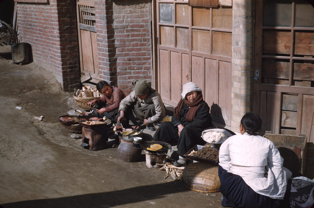 Selling rice cakes on a street.jpg