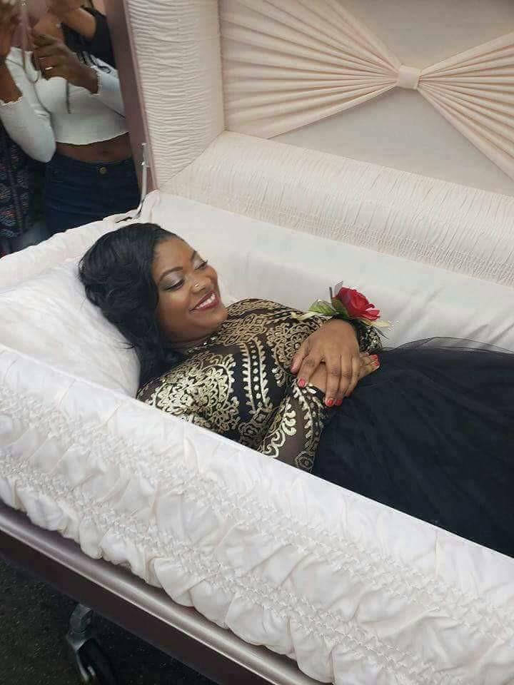 Темнокожая ТП прибыла на выпускной бал в гробу