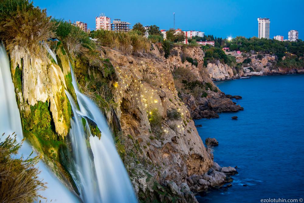 Самый большой в мире водопад, впадающий в море водопада, водопад, прямо, несколько, около, метров, уникальность, падает, прямиком, Средиземное, Сбоку, хорошая, смотровая, площадка, Турецкий, Дюденского, вокруг, оборудовали, ночную, подсветку