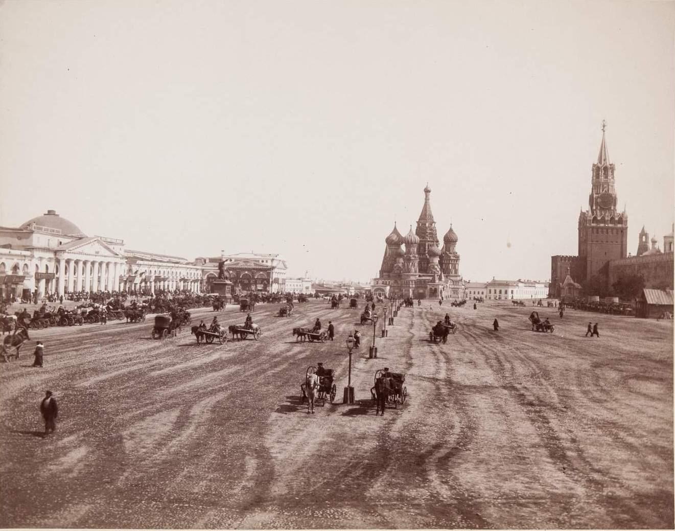 Вид Красной площади в сторону Покровского собора. 1880-е