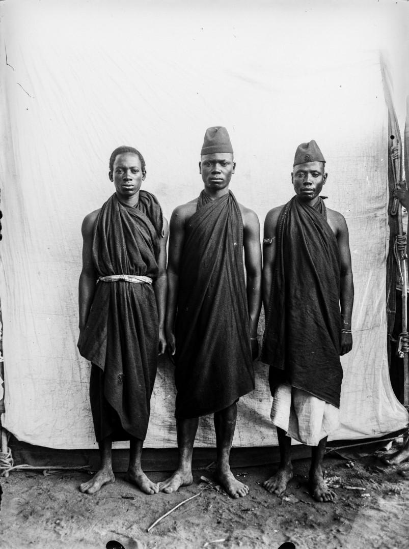 66. Портрет трех мужчин, принадлежащих к персоналу географа и антрополога Карла Вейле (1864-1926)