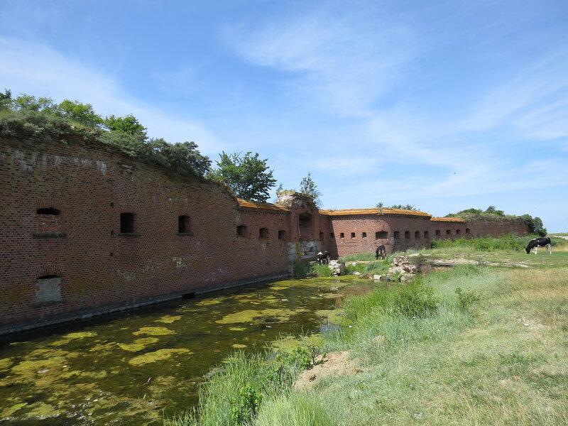 форт Западный - горжевая стена.