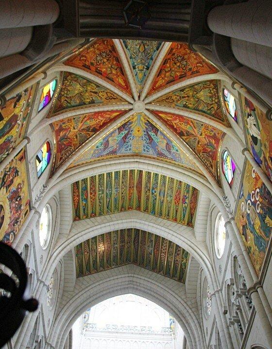 Мадрид. Кафедральный собор Альмудены (Catedral de la Almudena). Интерьеры