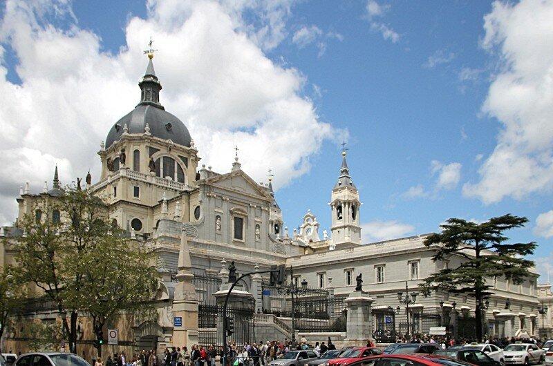 Мадрид. Кафедральный собор Альмудены (Catedral de la Almudena)