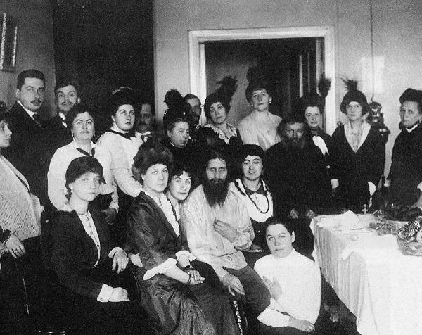 Врач семьи Николая II Евгений Боткин говорил, что если бы не было Распутина, то революционеры создал