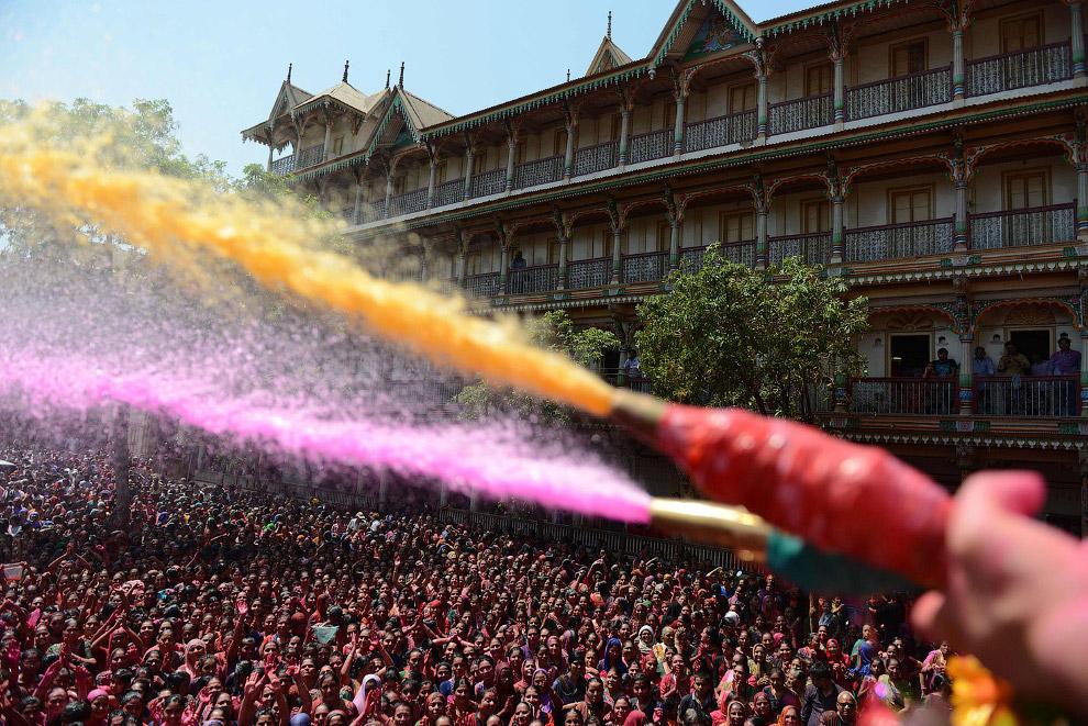 3. Специальные цветные порошки — это гулаль. (Фото Manish Swarup):